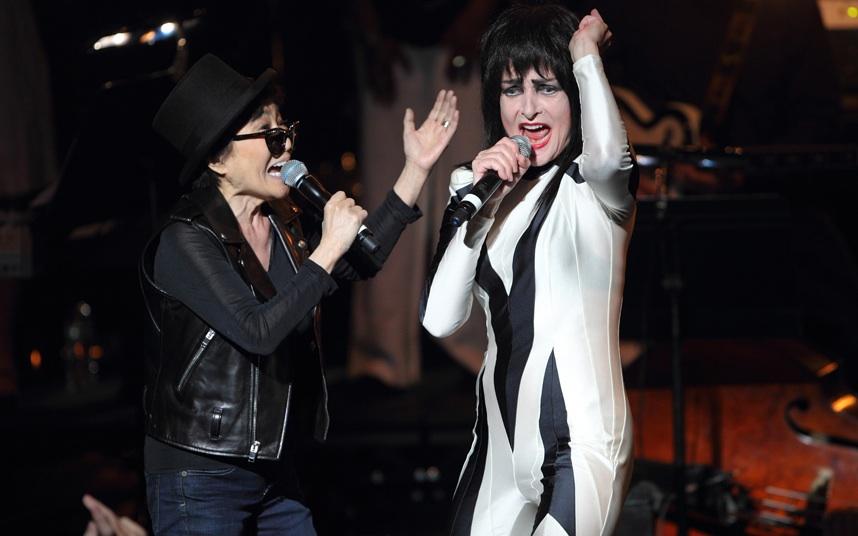 Siouxsie Sioux ao vivo cantando Dear Prudence – Jun/13