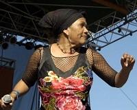 Marcia Griffiths no palco em 2013