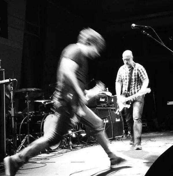 "Bob Mould no divertido ""I Dont Know You Anymore"""