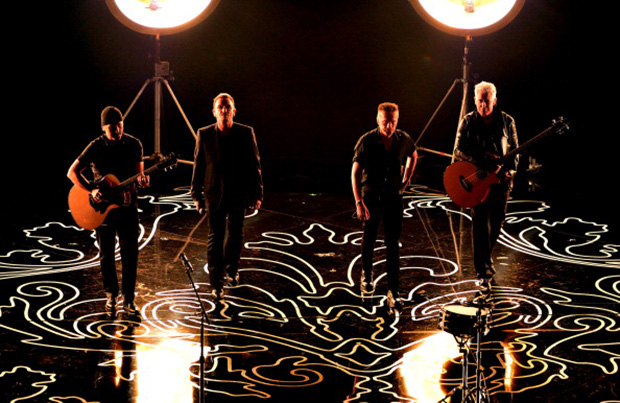 U2 volta à política no clipe de Every Breaking Wave