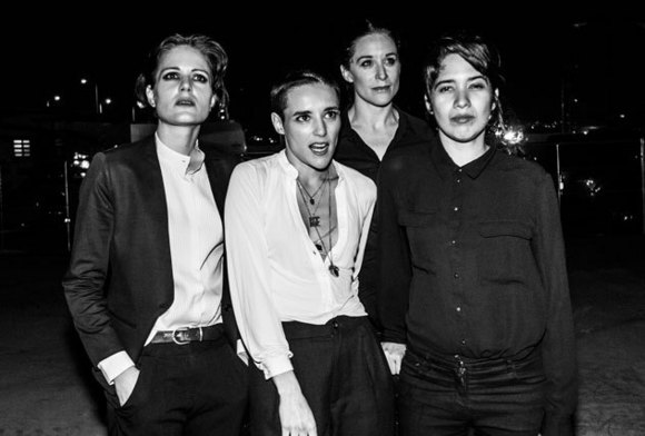 Som novo das Savages no super vídeo de The Answer