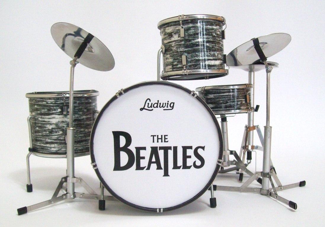 A bateria dos Beatles numa cronologia musical em 5 minutos