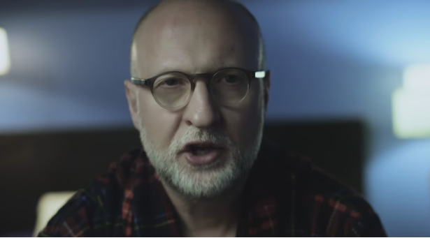 Confiram Bob Mould no vídeo de Voices in my Head