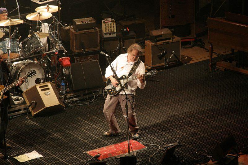 A Ideologia política, as canções e um super playlist do mito Neil Young