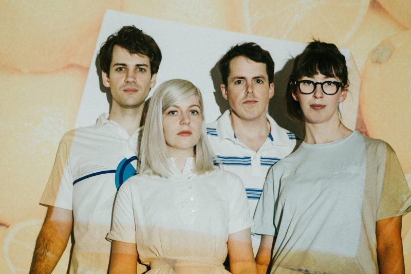 "Assistam agora ""In Undertow"" ótima sonzeira e vídeo do Alvvays"