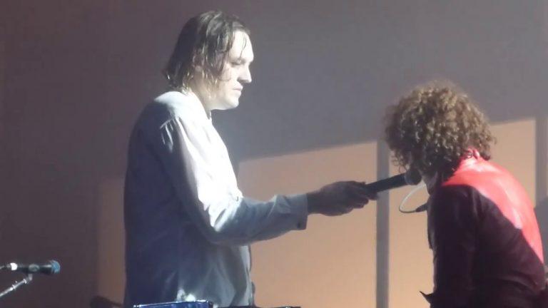 Arcade Fire emula Lennon ao vivo com Mind Games