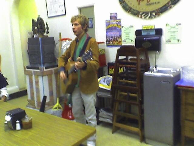 Beck foge do convencional no dançante álbum Colors