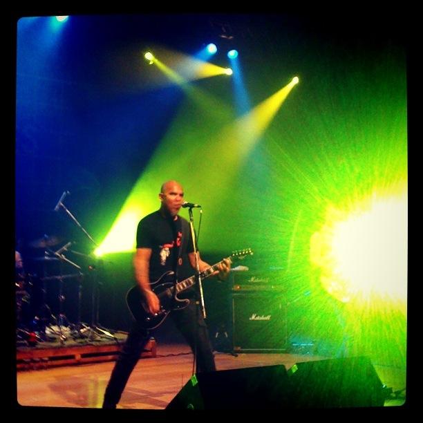 Punk Rock e a sonoridade clássica unem Inocentes e Six Rock Strings