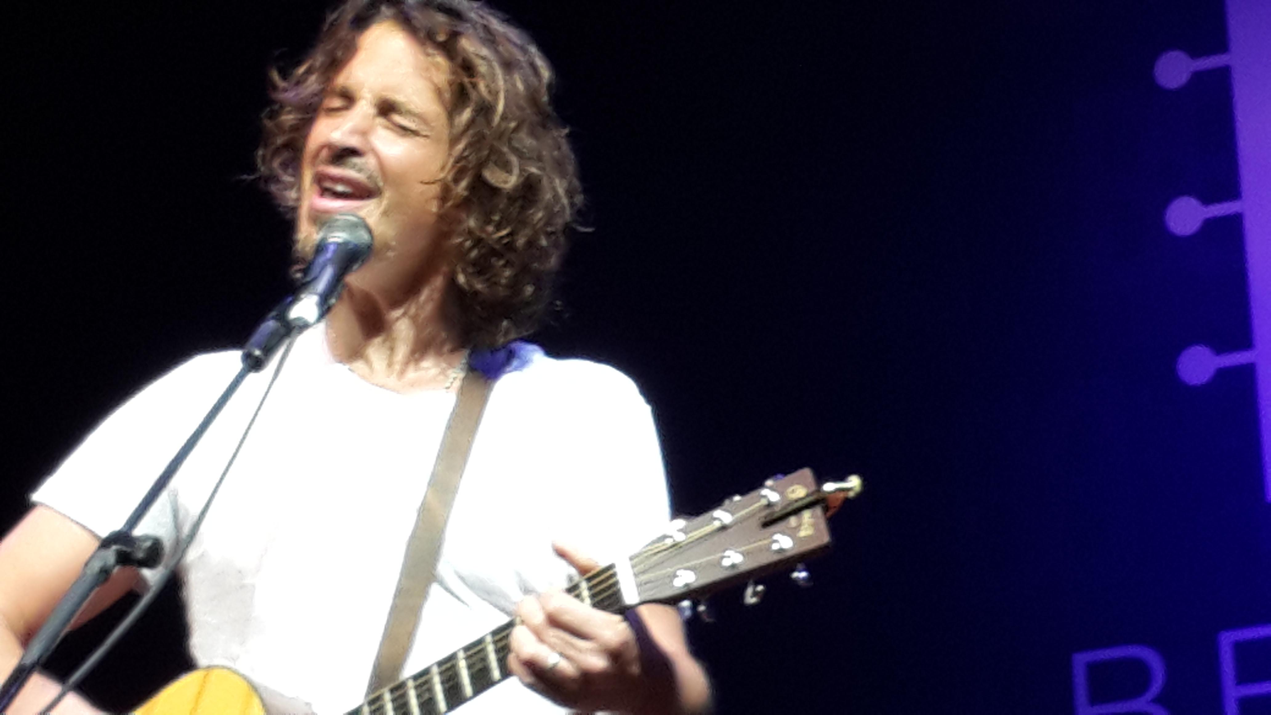 Celebrando a voz de Chris Cornell em fotos e canções eternas