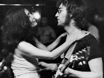 John e Yoko de Presente no Dia da Confraternização Mundial