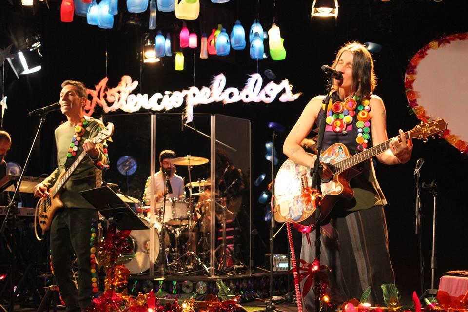 Com álbum ao vivo os Aterciopelados são garantia de boa música e ativismo social