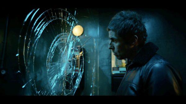 Liam Gallagher mandando bem em Wall of Glass