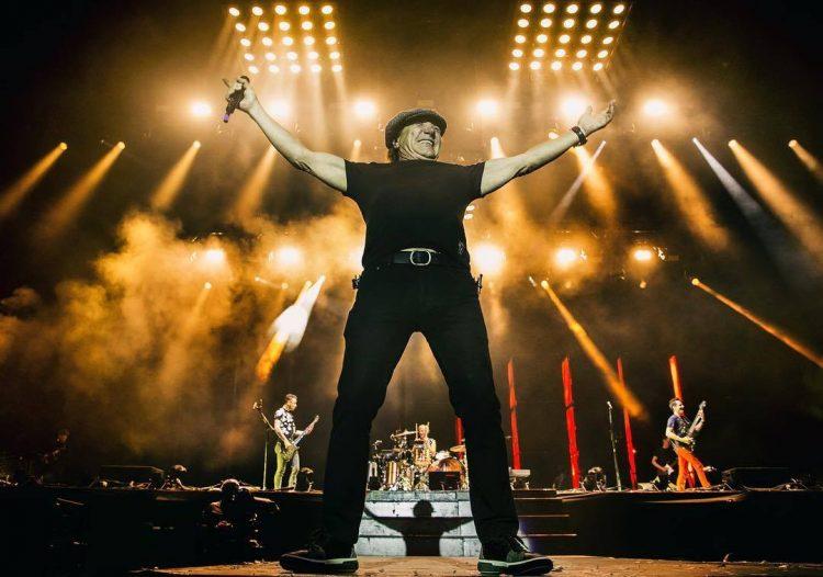 Brian Johnson mostra força em Back in Black fechando apresentação do Muse