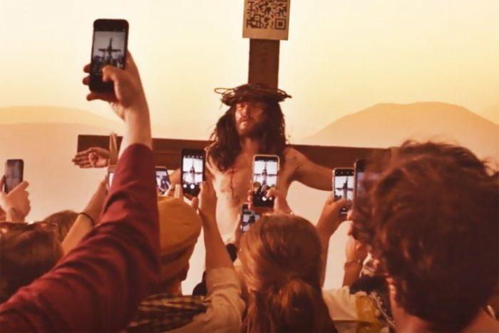 Mudhoney dá a letra da hipocrisia religiosa e da cegueira da era digital em Kill Yourself Live